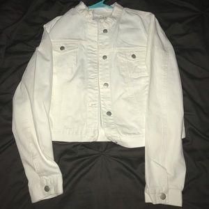 Jackets & Blazers - 🧥💕Beautiful all white jean jacket 💕🧥